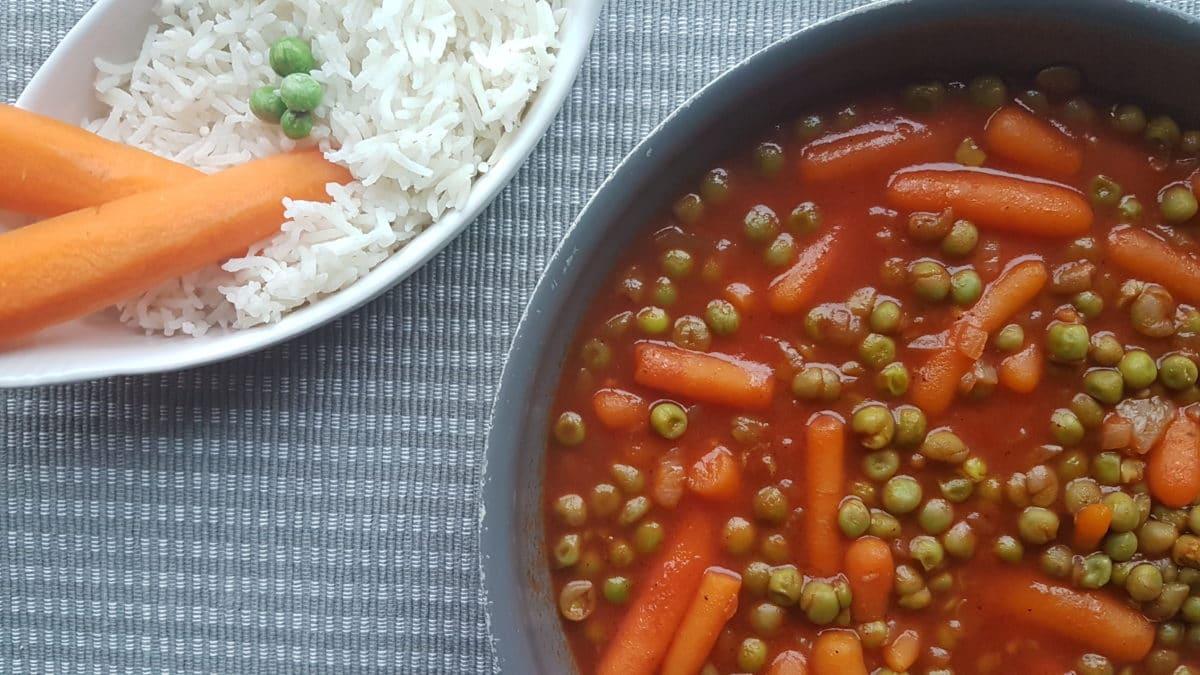 Petits pois carottes à la sauce tomate